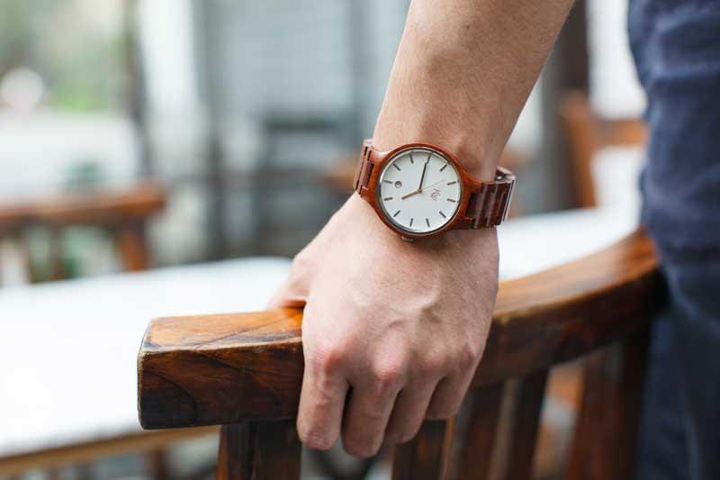orologio da uomo in legno